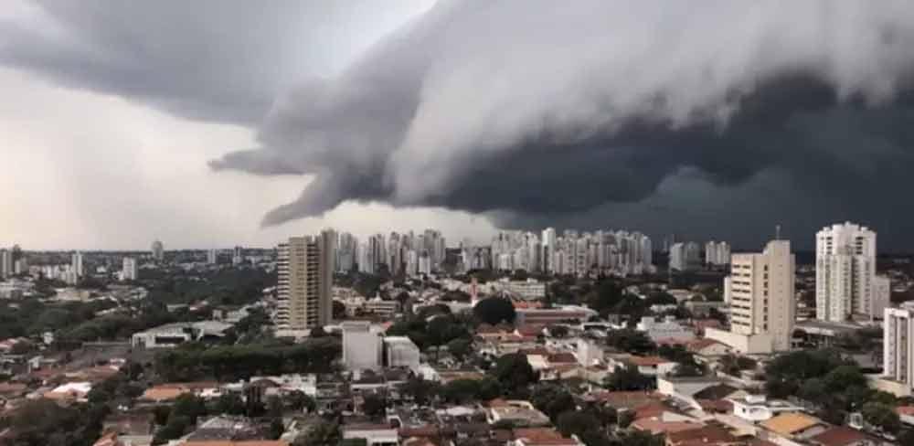 Londrina: Nuvem assusta moradores no interior do Paraná