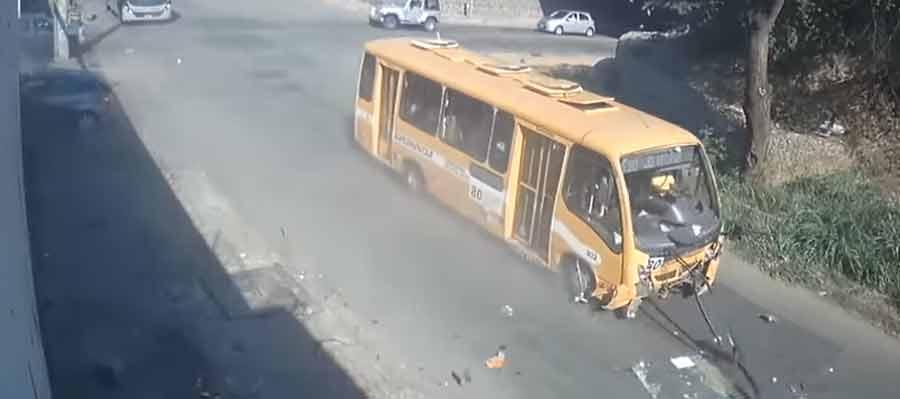 Duas passageiras morrem em batida de carro de uber com ônibus no Anel
