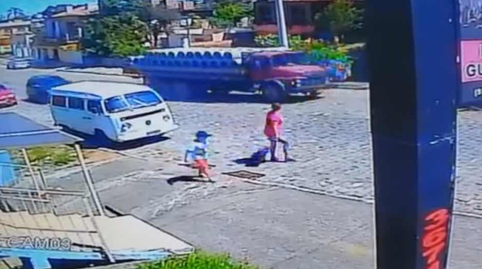 Vídeo mostra acidente causado por caminhão desgovernado em Camaquã