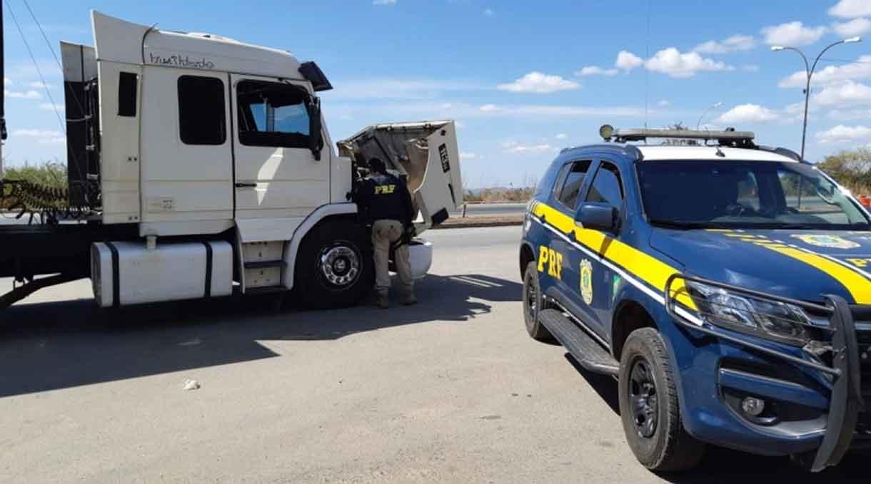 Polícia rodoviária recupera caminhão roubado há mais de 20 anos em Jundiaí. Foto: PRF