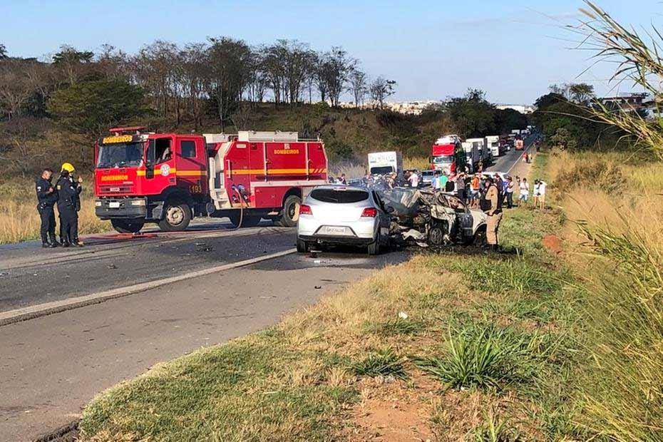 Quatro pessoas morrem carbonizadas em acidente na BR-262 em Minas Gerais. Foto: Divulgação