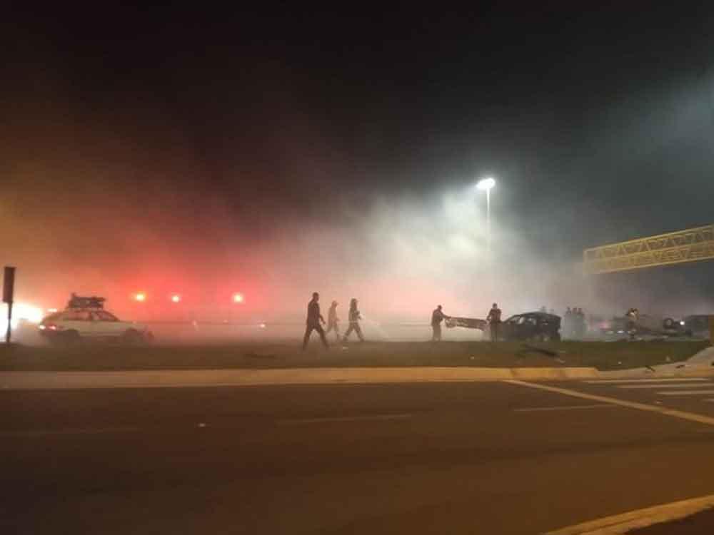 Pelo menos 7 mortos e 30 feridos em engavetamento com dez veículo na BR 277, em Curitiba