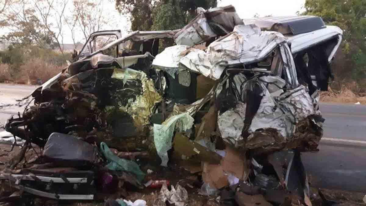 Grave acidente entre caminhão e van deixa 12 mortos e um ferido em Minas Gerais. Foto:PRF