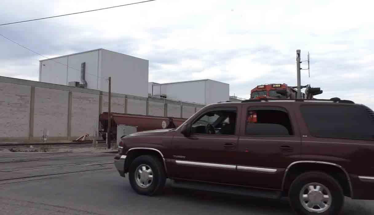 Câmera flagra colisão entre trem e SUV nos EUA, veja o vídeo. Foto: Reprodução Youtube