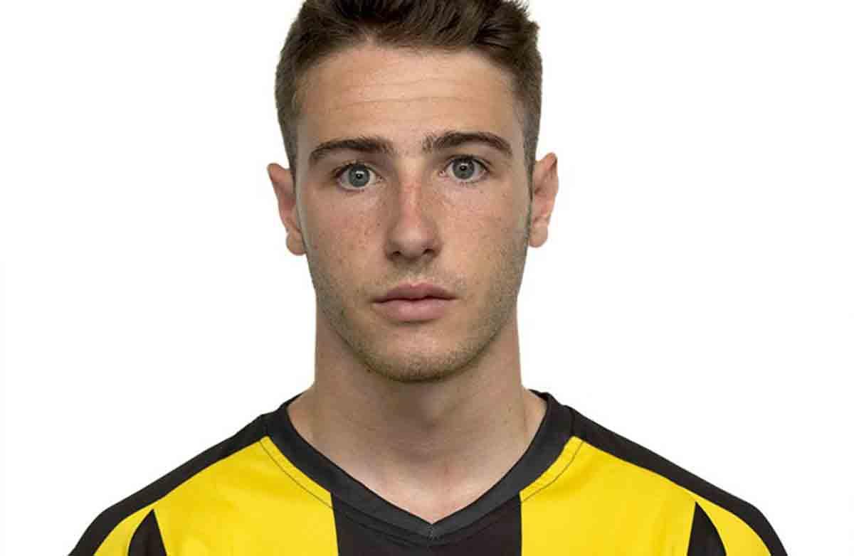 Jogador morre aos 23 anos após seu carro colidir com ônibus. Foto: reprodução Twitter