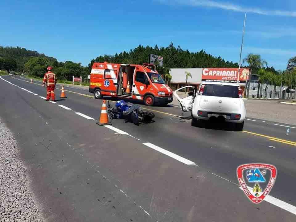Vídeo: Motoqueiro é arremessado por cima de carro após batida em Três Coroas (RS). Foto: Reprodução Facebbok