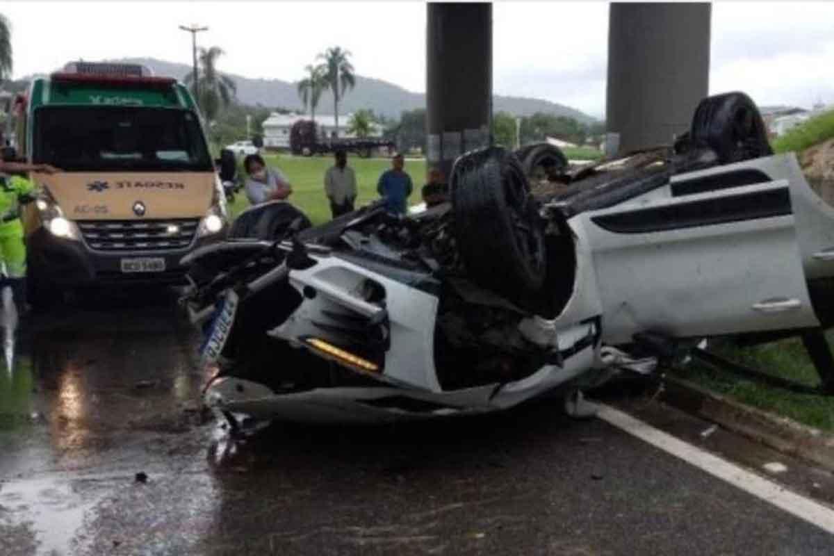 Porsche com crianças despenca de viaduto e motorista morre em SP (Foto: Divulgação)