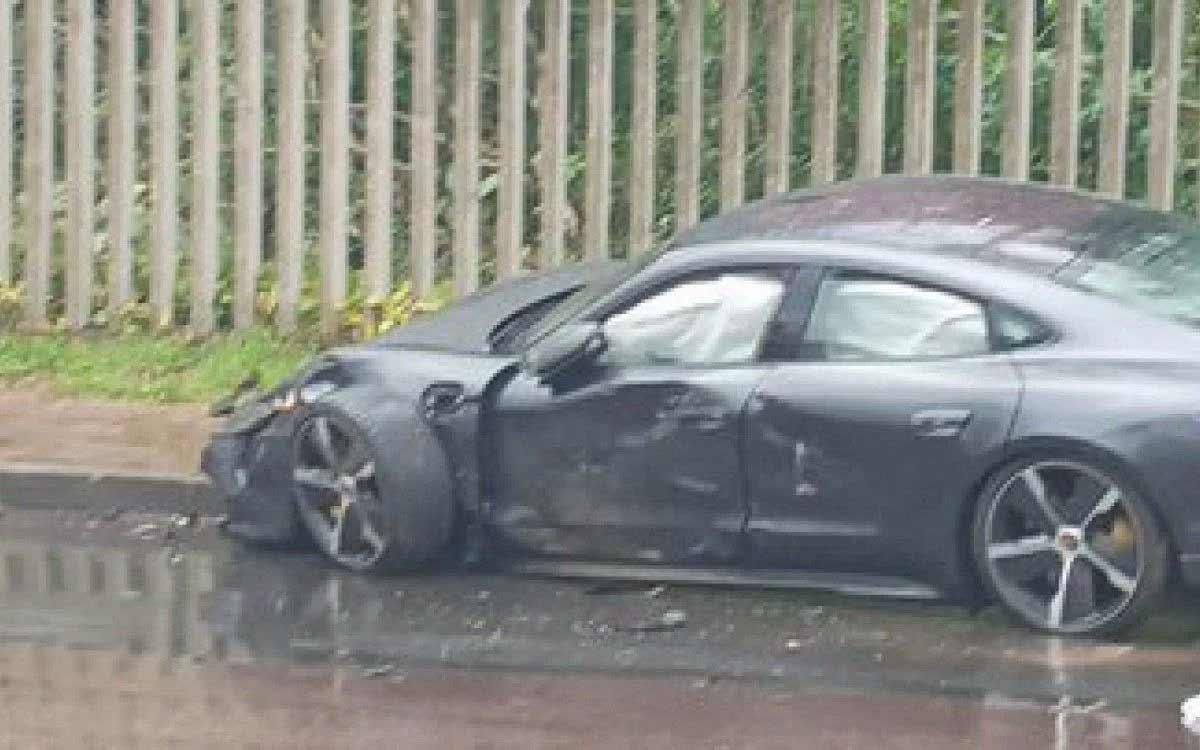 Fotos mostram Porsche de jogador de atacante do Internacional destruído após acidente. Foto: Reprodução