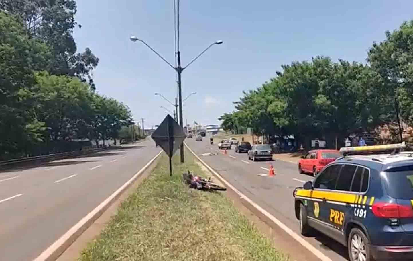 Motociclista morre ao perder controle, cair na pista e ser atropelado na BR-369. Foto: Reprodução Facebook