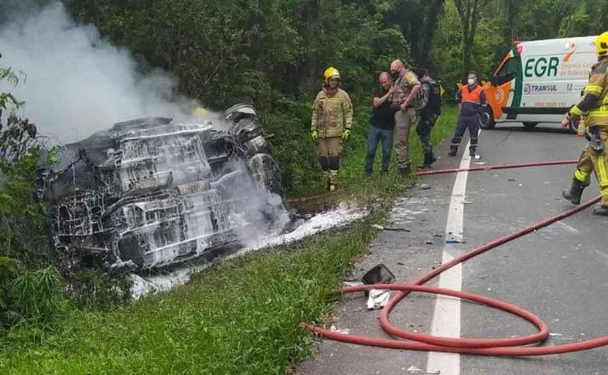 Homem morre queimado em acidente envolvendo três veículos na RS-115, em Gramado . Divulgação / CRBM